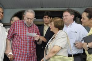 Fidel, Adela Dworin y Jeffrey Goldberg en el Acuario Nacional. Foto: Estudios Revolución