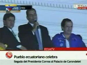 Correa habla al pueblo den  el Palacio Presidencial