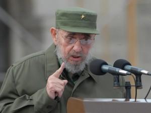 Fidel en el acto por el 50 aniversario de los CDR