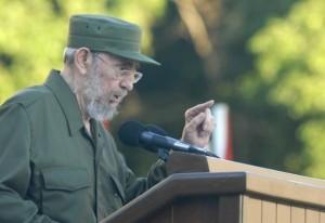 Fidel habla en la escalinata de la Universidad de La Habana Foto: Cubadebate