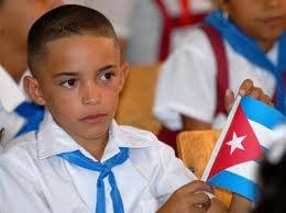 Niño cubano con bandera
