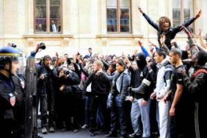 Estudiantes protestan en Lyon este 19 de Octubre Foto: EFE