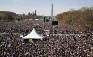 Asistentes al mitin realizado en Washington en demanda de que sea restaurada la cordura en Estados Unidos Foto: AP