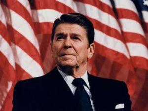 En 1982, Ronald Reagan crea la NED, en coordinación con el Reino Unido y Australia, para derrocar el «Imperio del Mal».