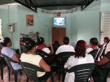 Sala de TV en zona rural cubana Foto: Bohemia
