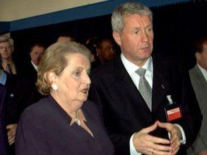 Madeleine Albright  y Thorbjorn Jagland, durante una reunion en la sede de la OTAN