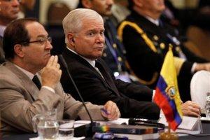 Robert Gates, Jefe del Pentágono, obligado a escuchar los argumentos de Evo Morales Foto: AP