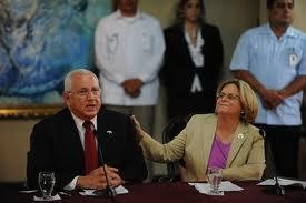 Ileana Ros-Letinen, muy probable presidenta del Comité de Relaciones Exteriores de la Cámara de Representantes, apoyando al golpista hondureño Roberto Micheletti