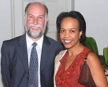 Bisa Willliams junto a Jonathan Farrar, jefe de la Oficina de Intereses de EE.UU. en Cuba