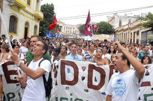 Universitarios cubanos se manifiestan en apoyo a la Revolución el 27 de noviembre de 2010