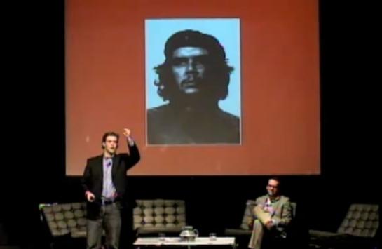 Alex Ross, interviene en el PDF, sentado Diego Beas