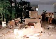 Estado en que quedó el vestíbulo del Hotel Copacabana, después del atentado con bomba en que falleció Fabio di Celmo