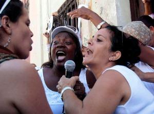 """""""Damas de Blanco"""" agreden el pasado 23 de febreo a la periodista Gisela García Foto: Ismael Francisco Tomado de Blogcip.cu"""