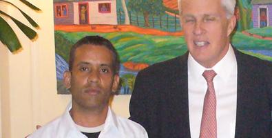 Carlos Manuel Serpa logró acceder a los más altos jefes de la SINA, entre ellos, Michael Parmly. Foto: Juventud Rebelde