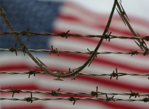 Bandera de EE.UU. en prisión de Guantánamo
