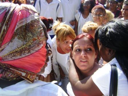 """""""Damas de blanco"""" el 27 de febrero en 19 y K, La Habana"""