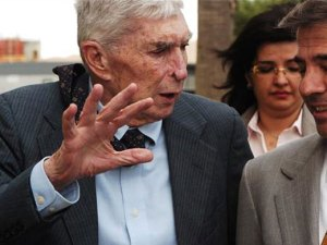 Posada Carriles junto a su abogado