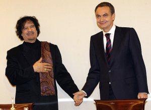 El jefe del gobierno español en los tiempos en que hacía negocios con Gaddafi