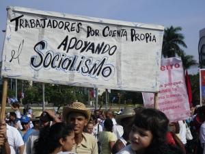 Trabajadores por cuenta propia, apoyando el socialismo. La Habana, Cuba