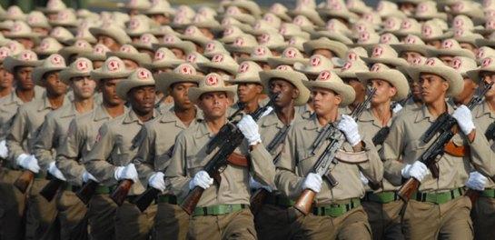 Desfile por el 50 aniversario del carácter socialista de la Revolución en Cuba. Foto AIN