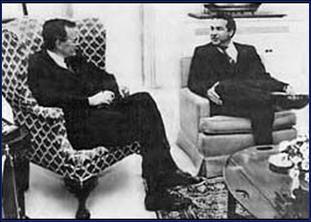 Félix Rodríguez y George Bush padre en la Casa Blanca