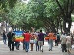 """Una decena de personas se manifiesta en una de las principales arterias de La Habana por el """"Día del orgullo gay"""". Foto: Blog Cambios en Cuba"""