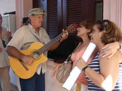 El trovador Fidel Díaz Castro, canta los poemas de Rubén musicalizados por Silvio Rodríguez.