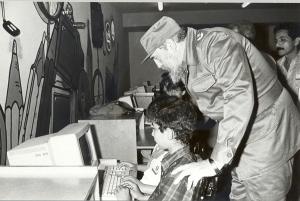 Fidel visitando el Palacio Central de Computación de los Joven Club
