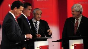 De izquierda a derecha: Rick Santorum, Mitt Romney, Newt Gingrich y Ron Paul  en el debate de Tampa