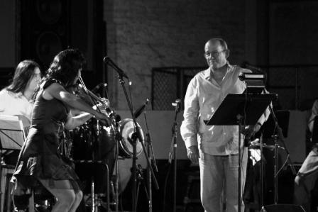 """Tanmy y Silvio Rodríguez en la presentación de """"La luz es música"""", poesía m usicalizada de Rubén Martínez Villena. Foto: Nacho Vázquez."""