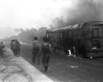 La fot de Fernández Nogueras: Olaya Girón después de un bombardeo norteamericano.