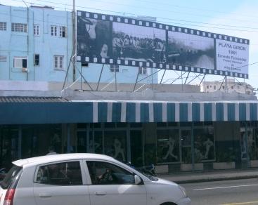 La valla en su emplazasmiento de la esquina de 23 y 12 en La Habana.