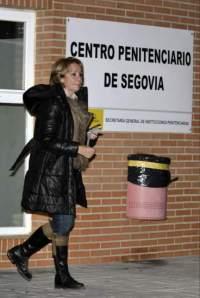 Esperanza Aguirre en una de sus visitas a la prisión donde permanece Carromero.