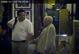 Wachtenheim, izquierda, y Collera en   video de vigilancia