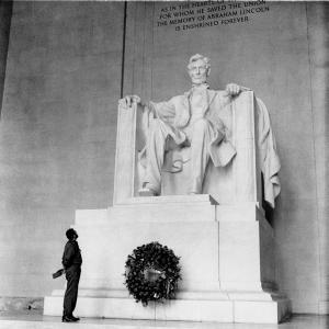 Fidel ante el monumento a Lincoln