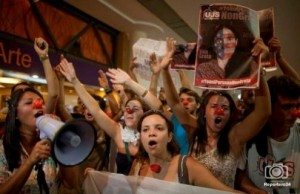 Yoani-Sánchez-vuelve-a-enfrentar-protestas-en-su-gira-495x321
