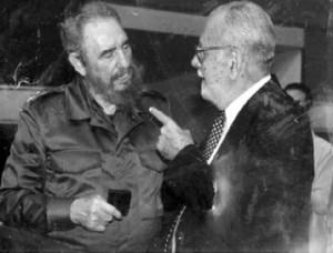 Carlos Lechuga junto a Fidel
