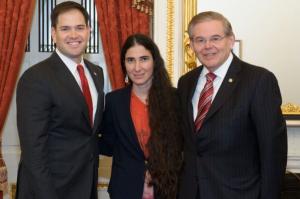 Yoani Sánchez entre dos favorecedores del bloqueo a Cuba: Marco Rubio y Bob Menéndez