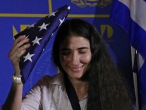 Yoani recibió en Miami su premio más preciado: La bandera yanqui