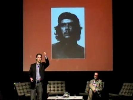 Alec Ross dicta conferencia ante tuiteros y blogueros latinoamericanos en Santiago de Chile, noviembre de 2010