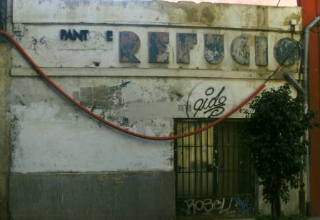 Fachada de refugio antiaéreo en Valencia