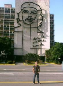 Willy Toledo este jueves 18 de junio de 2013 en la Plaza de la Revolución de La Habana