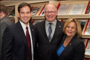 Mark B. Rosenberg, Presidente de FIU, Congresista Ileana Ros-Lehtinen (Republicana, Florida), Senador Marco Rubio (Republicano, Florida)