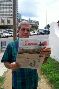 """Noel lee el """"Granma"""" de este viernes 5 de julio de 2013 en La Habana"""