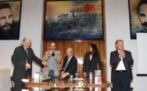 """Presentación de """"El moncada, la respuesta necesaria"""" en la embajada de Cuba en México"""