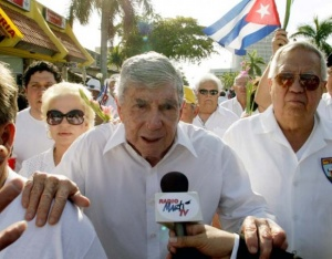 El terrorista Posada Carriles habla en Miami a la Radio Martí, emisora del gobierno de EU dirigida hacia Cuba