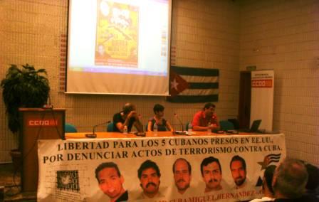 Mesa en el acto del 17 de octubre en la sede de Comisiones Obreras en Alicante
