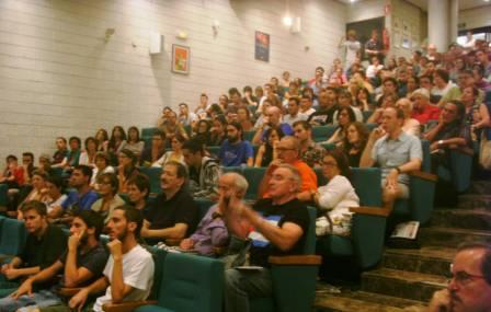 Acto sobre los medios y Cuba en la sede de Comisiones Obreras en Alicante. Asistieron más de 200 personas.