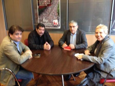 Con el coordinador de Izquierda Unida en Asturias manuel González Gorviz, la responsable de Cooperación Internacional Rosa Fernández y el Corrdinador de IU en Oviedo Alejandro Suárez