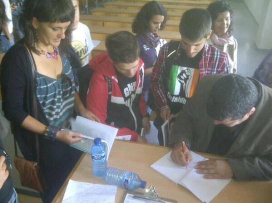 Firmando libros en Sevilla